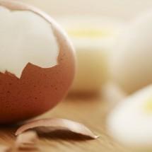 راحت ترین روش جدا کردن پوست تخم مرغ آبپز